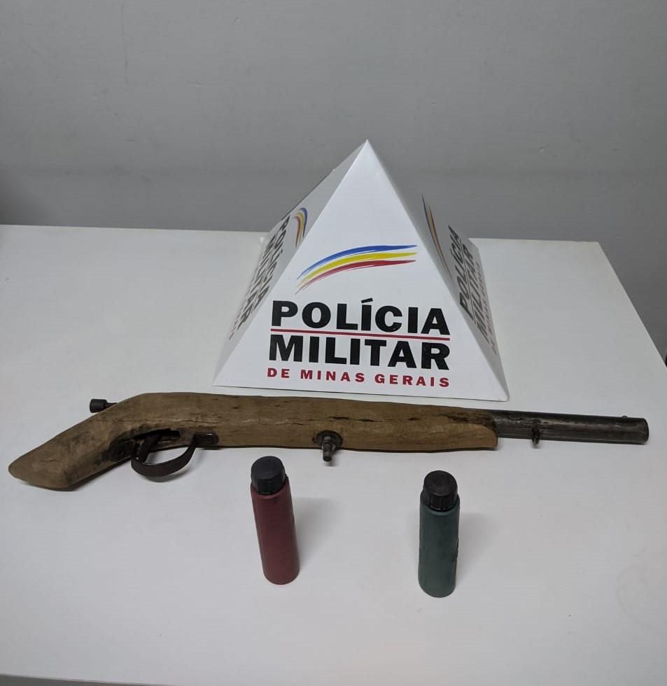 Homem é preso com arma após ameaçar ex e descumprir medida protetiva em Araçuaí