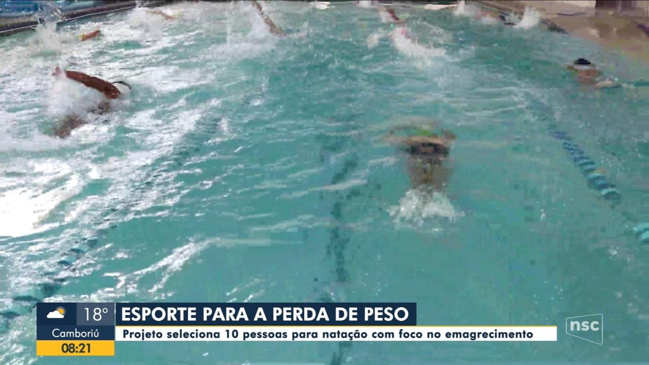 Projeto seleciona pessoas para natação com foco no emagrecimento