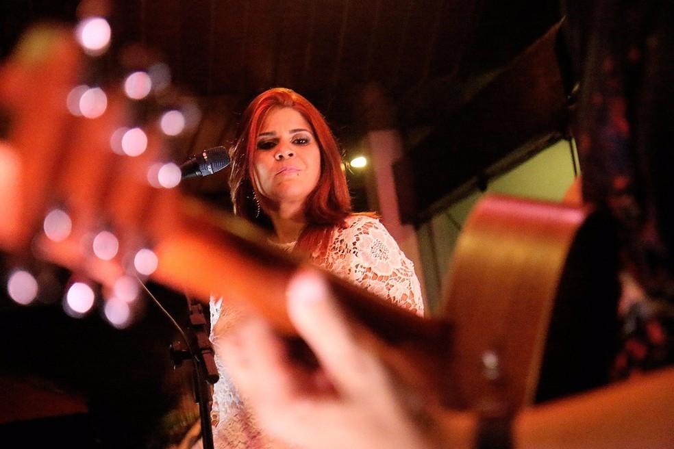 Mira Maya fará apresentação acústica no Mangabeira Shopping — Foto: Alysson Porto/Divulgação