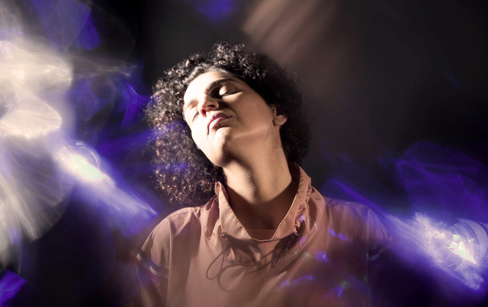 Luiza Brina anuncia terceiro álbum solo com música composta com Ronaldo Bastos e gravada com Fernanda Takai - Notícias - Plantão Diário