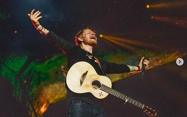 Ed Sheeran acumula 2,5 bilhões de reais com venda de ingressos em turnê mundial e se aproxima de recorde do U2