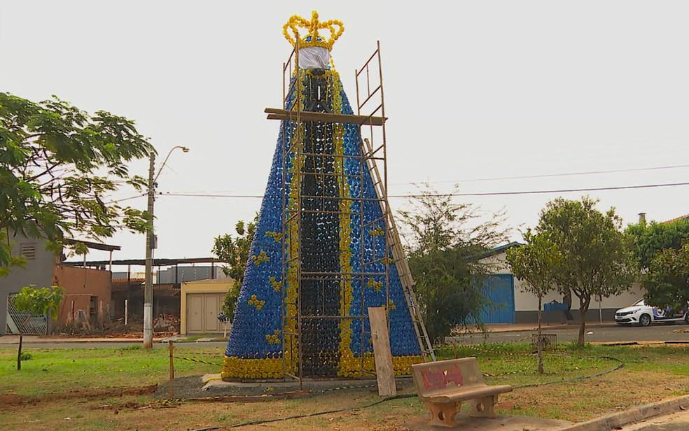 Imagem de Nossa Senhora Aparecida erguida em Barretos (SP)  — Foto: Marcelo Moraes/EPTV