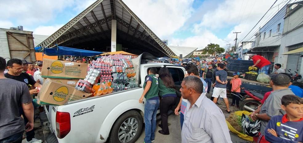 Mais de seis toneladas de produtos são apreendidos na Feira da Prata, em Campina Grande — Foto: Procon de Campina Grande/ Divulgação