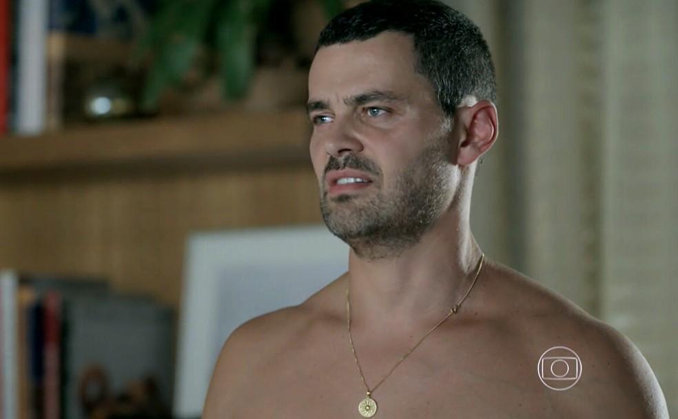 Maurílio (Carmo Dalla Vecchia) promete destruir José Alfredo (Alexandre Nero) - 'Império' — Foto: Globo