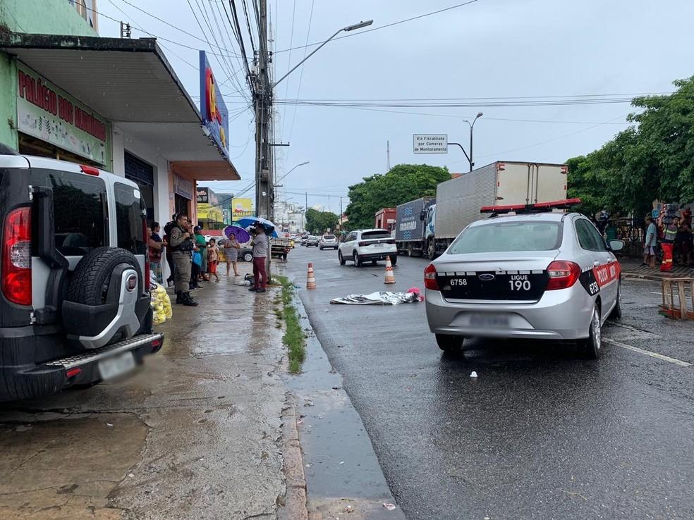 Homem morre após ser atingido por tiros, em João Pessoa — Foto: Gabi Lima/TV Cabo Branco