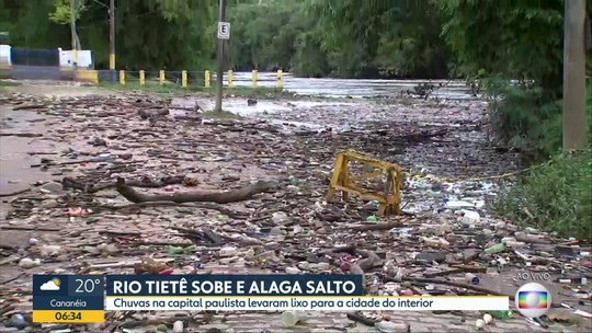 Rio Tietê começa a baixar após transbordar e deixa rua coberta por lixo em Salto