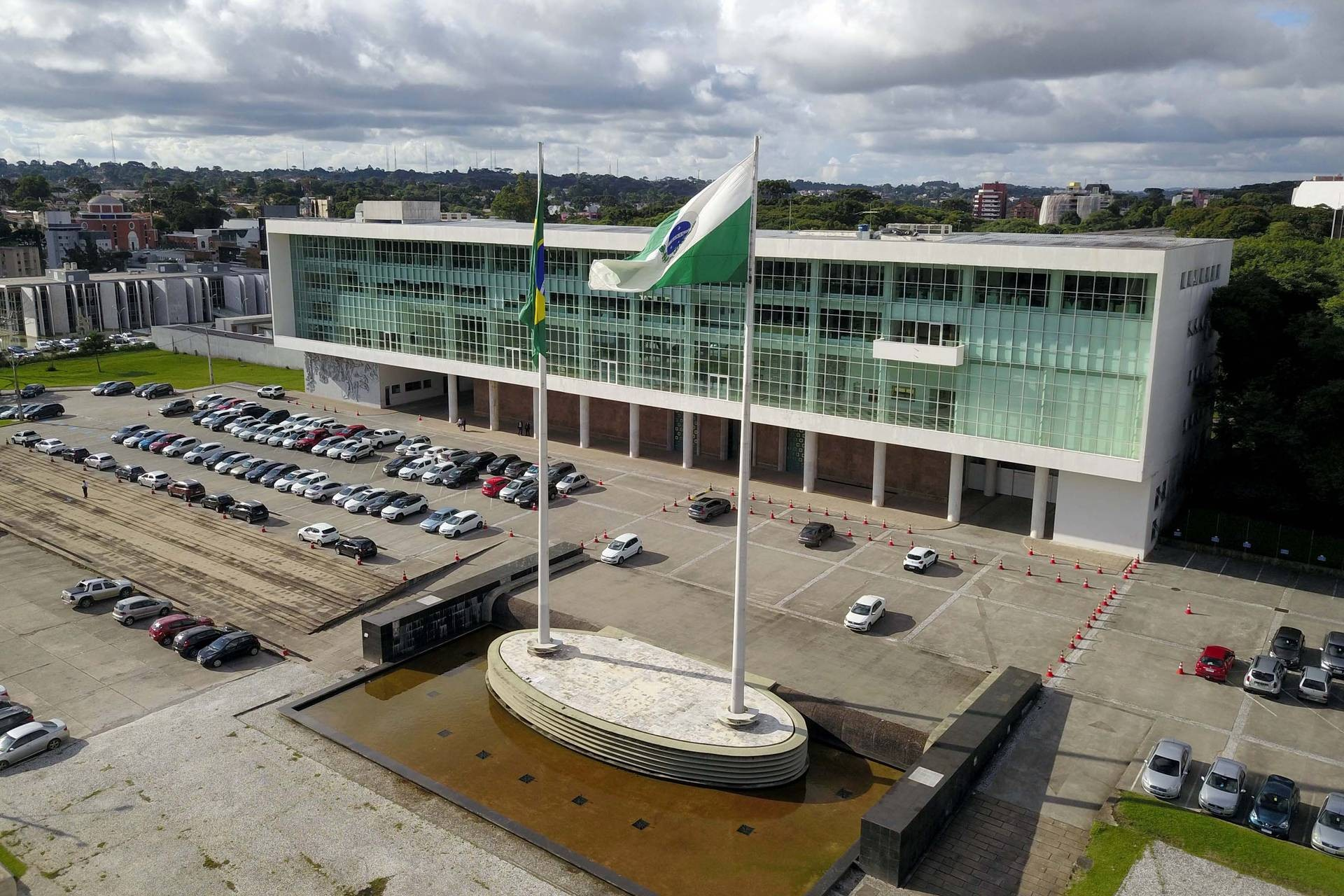 Covid: Governo do Paraná diminui toque de recolher e autoriza eventos com até 500 pessoas