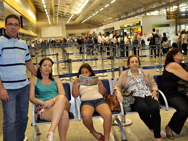 Passageiros aguardam reabertura do Aeroporto Internacional de Viracopos, em Campinas (SP) (Foto: Lana Torres/ G1 Campinas)
