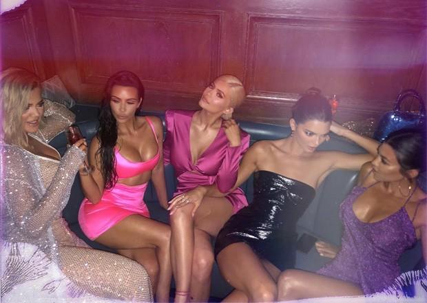 Khloé, Kim, Kylie, Kendall e Kourtney (Foto: Reprodução/Instagram)