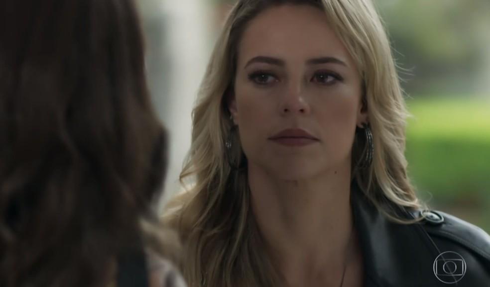 Jeiza (Paolla Oliveira) ameaça Bibi (Juliana Paes), em 'A Força do Querer' — Foto: TV Globo