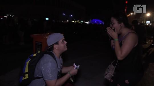 Rapaz faz surpresa e pede namorada em casamento no Rock in Rio