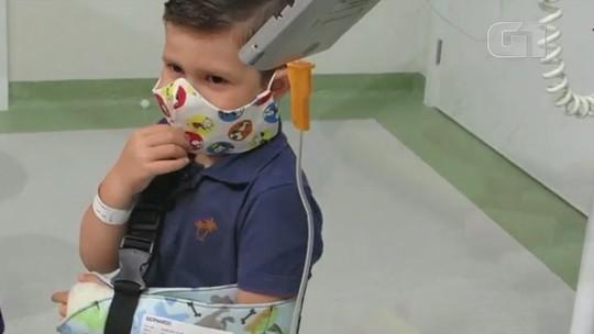 Projeto no DF doa máscaras coloridas de tecido a pacientes com câncer