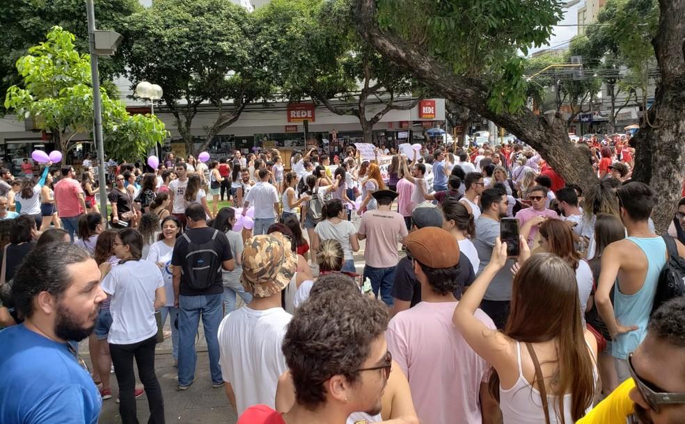 MG - Governador Valadares: Protesto contra Bolsonaro neste sábado — Foto: Caio Mourão/G1