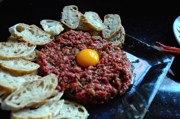 Skampi na buzaru e Steak Tartare (Foto: André Lima de Luca)