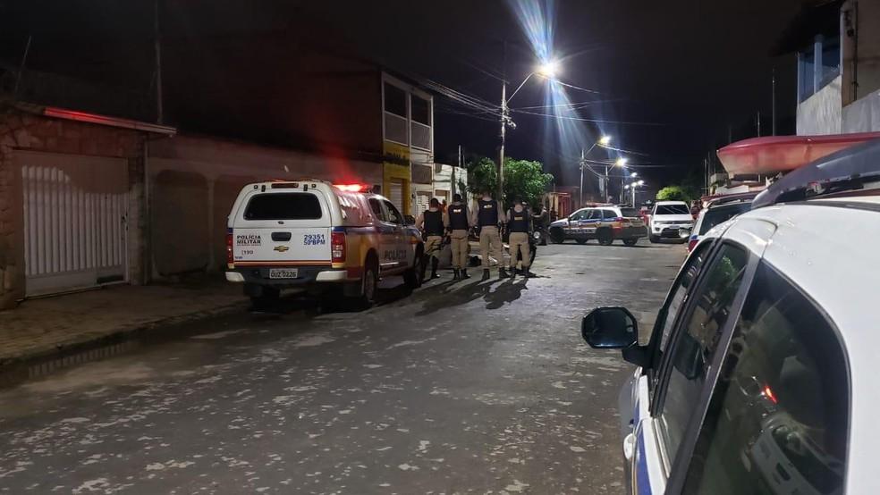 Crime foi no bairro São Geraldo I na noite dessa quarta — Foto: Paula Alves/ Inter TV