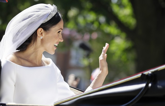 WINDSOR, ENGLAND - MAY 19:  Duchess of Sussex in the Ascot Landau carriage during the procession on The Long Walk after getting married St George's Chapel, Windsor Castle on May 19, 2018 in Windsor, England.  (Photo by Kirsty Wigglesworth - WPA Pool/Getty (Foto: Getty Images)