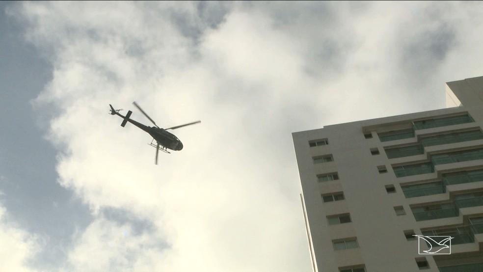 Em 2015, um helcóptero foi necessário para realizar resgates após um incêndio em um apartamento de um codomínio da Cyrela, em São Luís (Foto: Reprodução/TV Mirante)