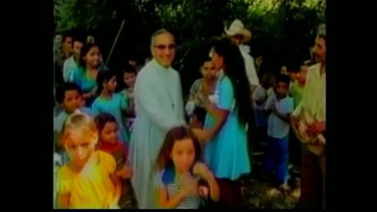 Bispo salvadorenho é proclamado santo pelo Papa Francisco