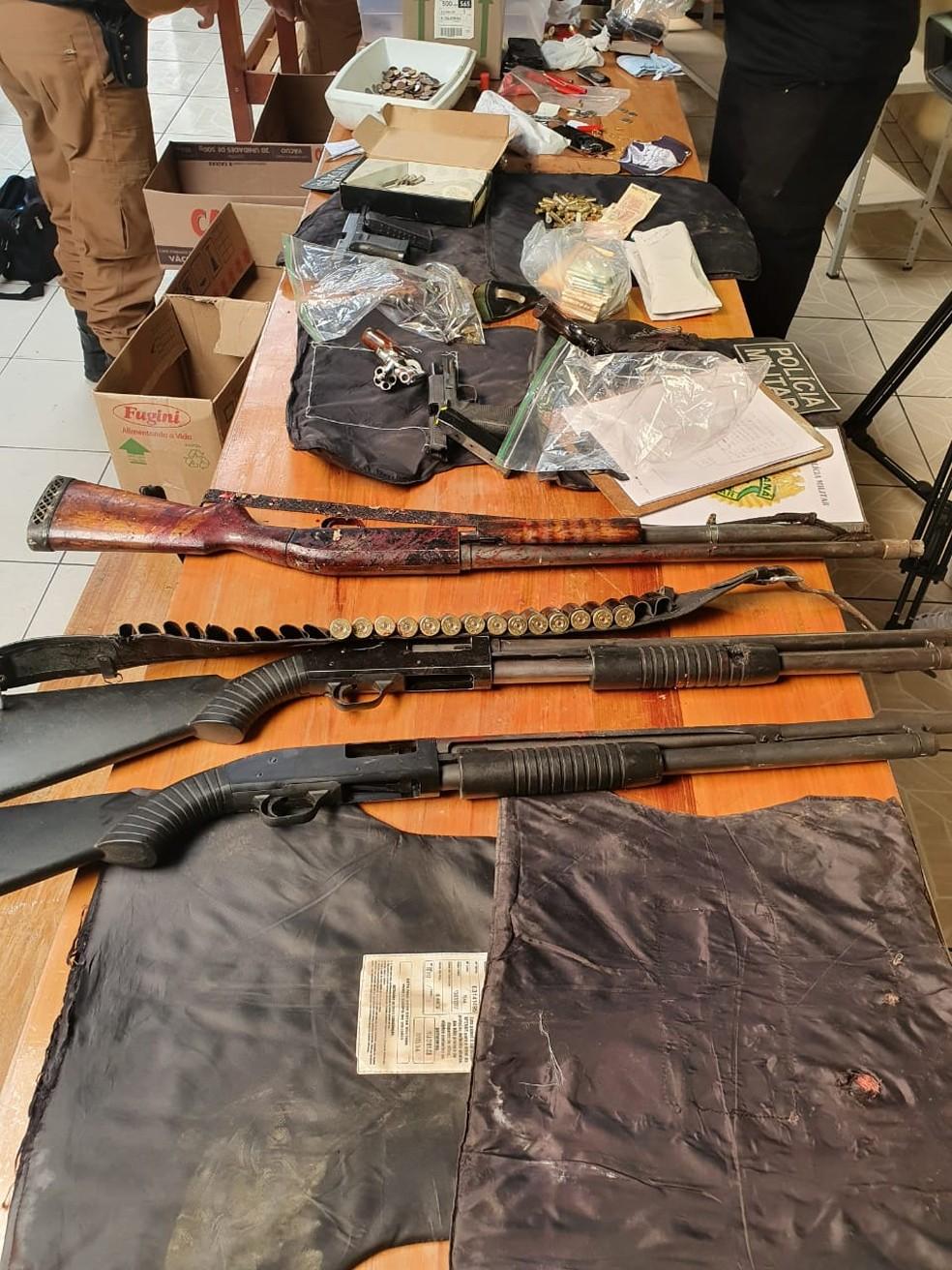 Sete assaltantes morrem em confronto armado com a polícia em ...