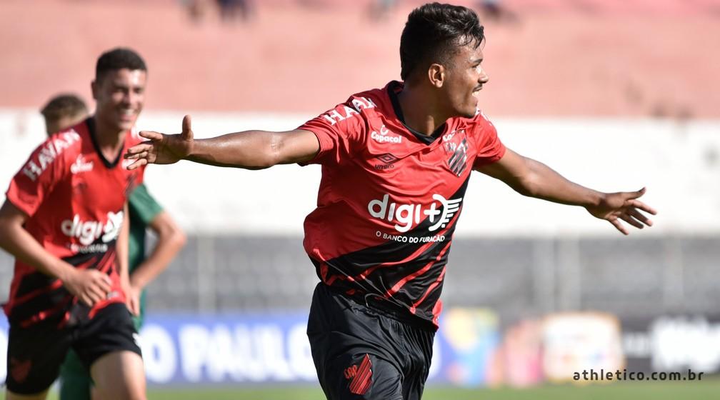 Vinicius Mingotti marcou na estreia do Athletico-PR — Foto: Du Caneppele/Athletico Paranaense