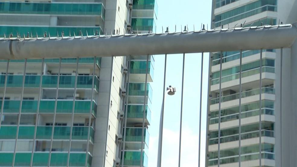 Modelo de barreira da Terceira Ponte (Foto: Ari Melo/ TV Gazeta)