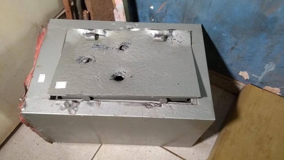 Cofre que teria sido roubado da casa de idoso em Porto Velho (Foto: Toni Francis/G1)