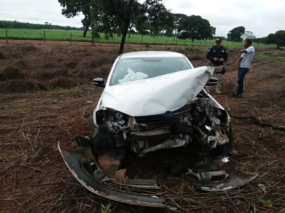 Motorista saiu da pista e atingiu árvore na BR-153 entre Cariri e Gurupi — Foto: Divulgação/PRF