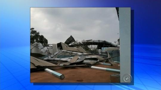 Chuva e ventos fortes causam estragos em Guararapes