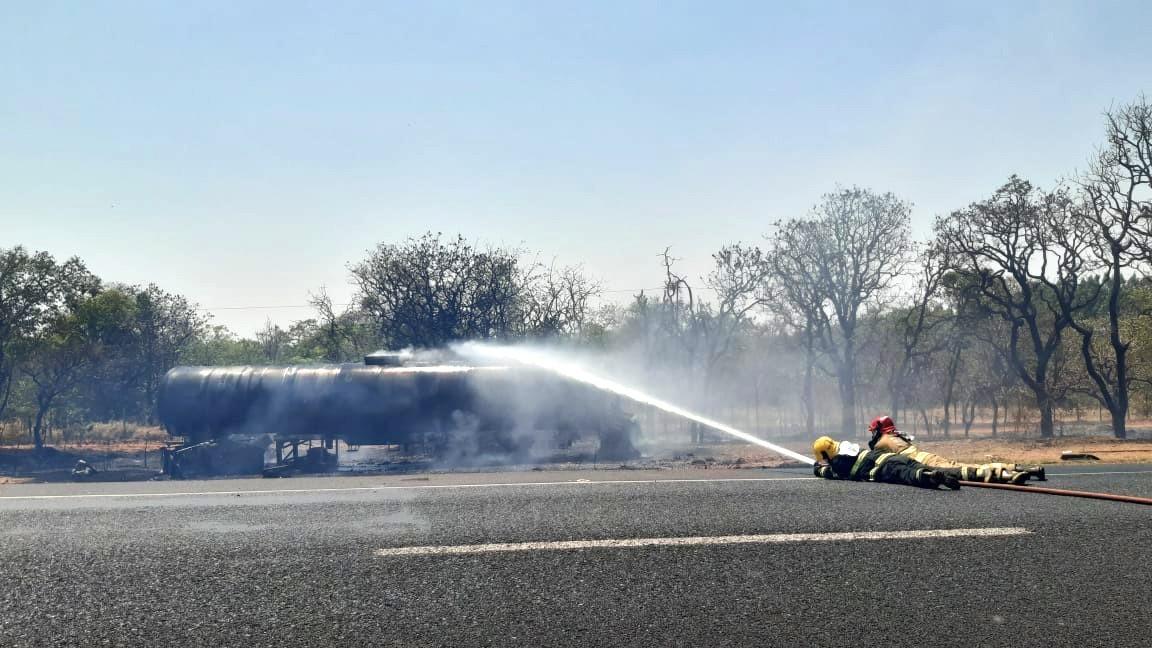 Trecho da BR-050 em Uberaba é liberado após carreta pegar fogo