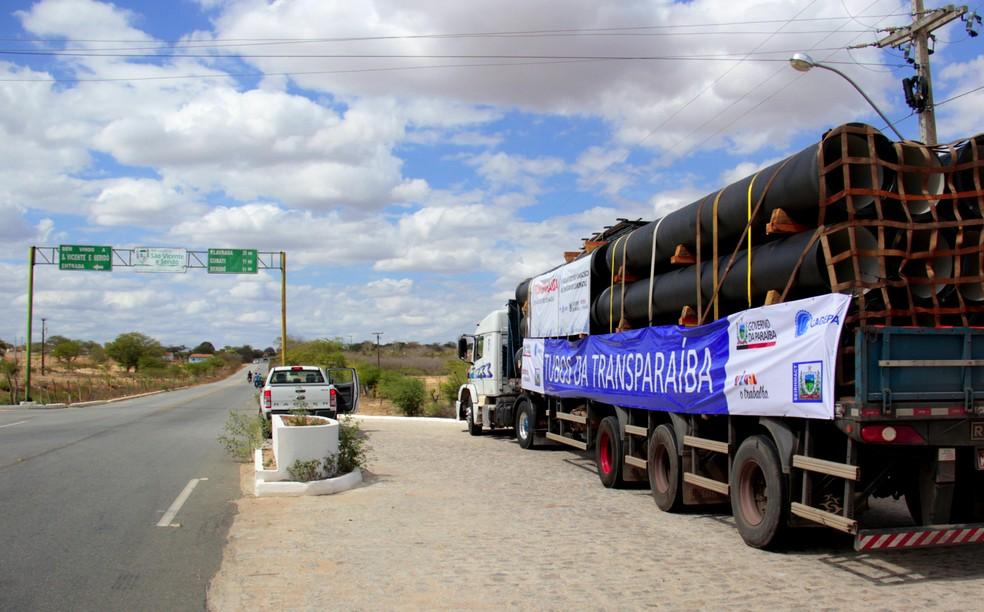 Ordem de serviço para construção da adutora TransParaíba foi assinada pelo governador Ricardo Coutinho (Foto: José Marques/Secom)