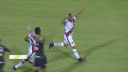 """Orgulhoso, Edson Cariús exalta atuação do Ferrão contra Timão: """"Saímos de cabeça erguida"""""""