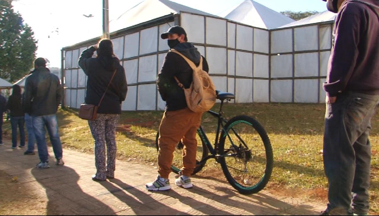 Trabalhador rural pedala 25 km para receber vacina contra a Covid-19, em Guarapuava