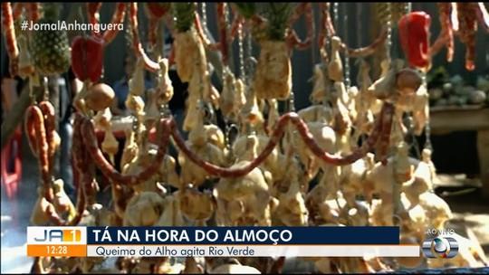Festa tradicional de queima do alho movimenta população de Rio Verde