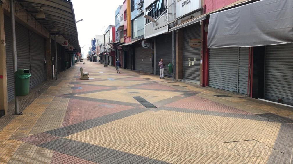 SÃO JOSÉ DOS CAMPOS - Calçadão de São José dos Campos é visto vazio nesta quarta-feira (25) — Foto: Reprodução/TV Vanguarda