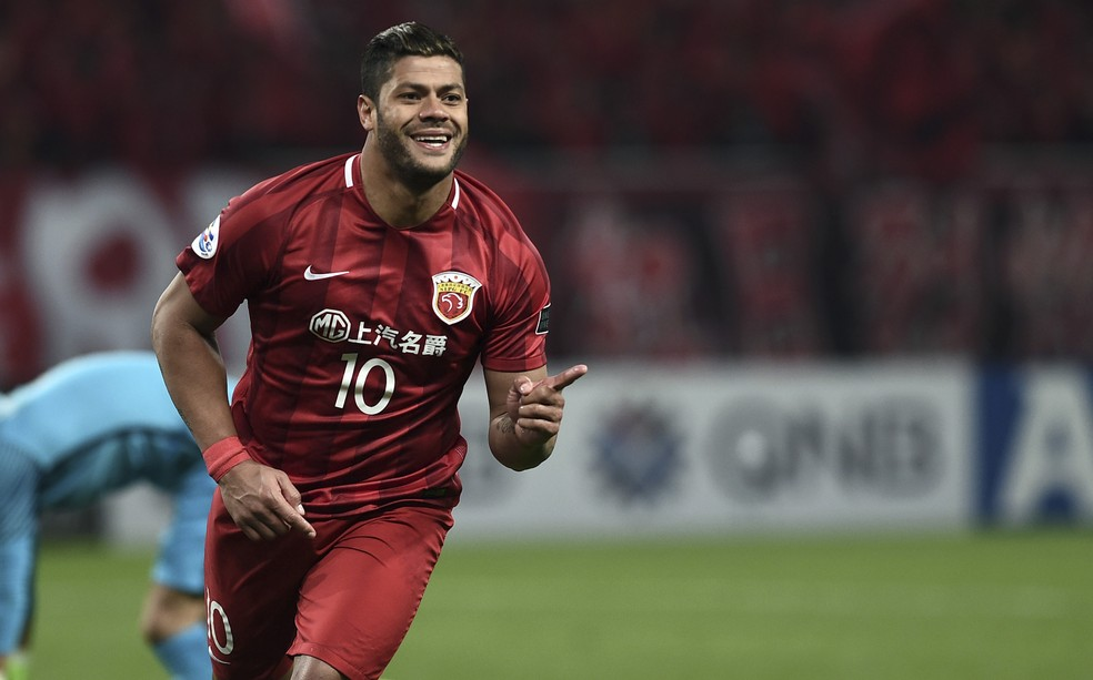 Atacante veste a camisa 10 do Shanghai SIPG (Foto: Getty Images)