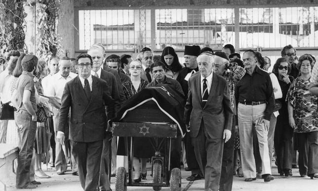 Funeral de Clarice Lispector, em 10 de dezembro de 1977, quando ela faria 57 anos
