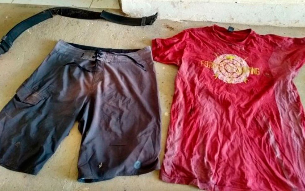Roupas e outros objetos pessois foram encontrados junto com ossada na Bahia (Foto: Divulgação/Polícia Civil)