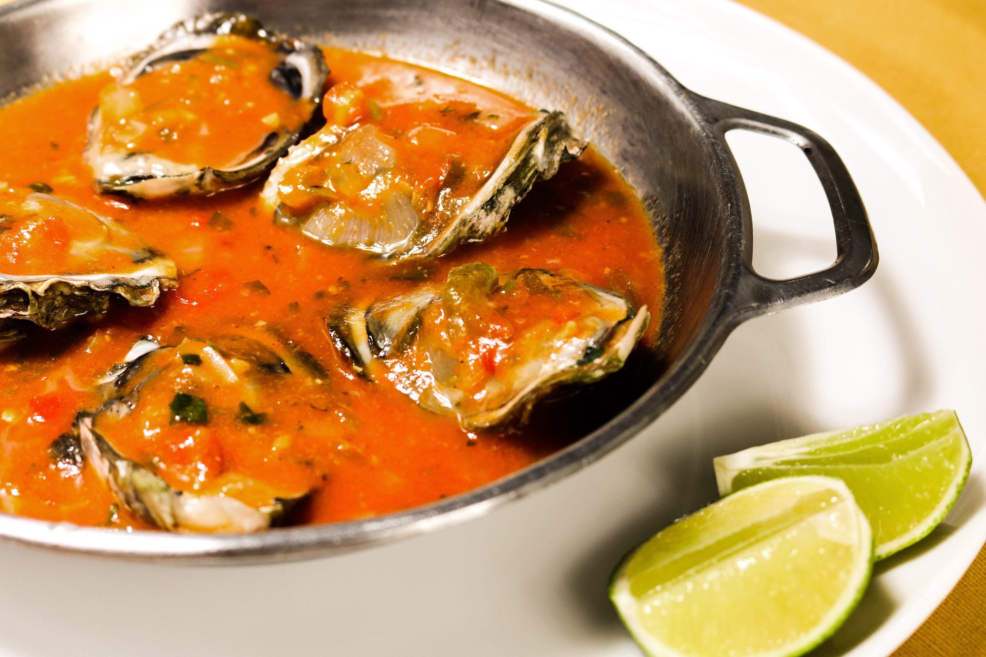 Umas & Ostras: ostras ao molho de moqueca capixaba