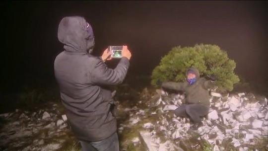 Acúmulo de neve é registrado em SC pela pela primeira vez em 2018; FOTOS
