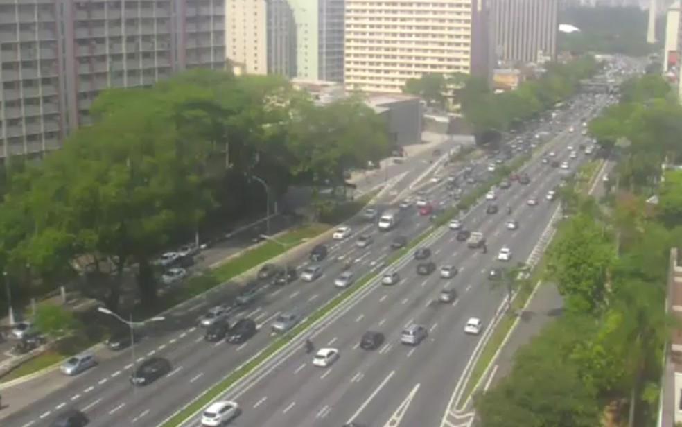 Avenida 23 de Maio com tráfego tranquilo nesta segunda (Foto: Reprodução/TV Globo)