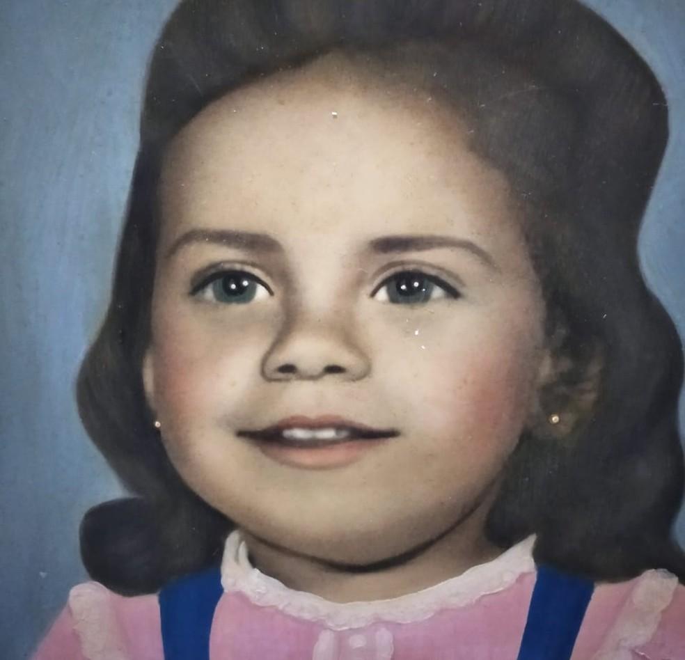 Miriam usou a única imagem que tinha de sua infância para compartilhar nas redes sociais e encontrar irmã gêmea — Foto: Arquivo Pessoal