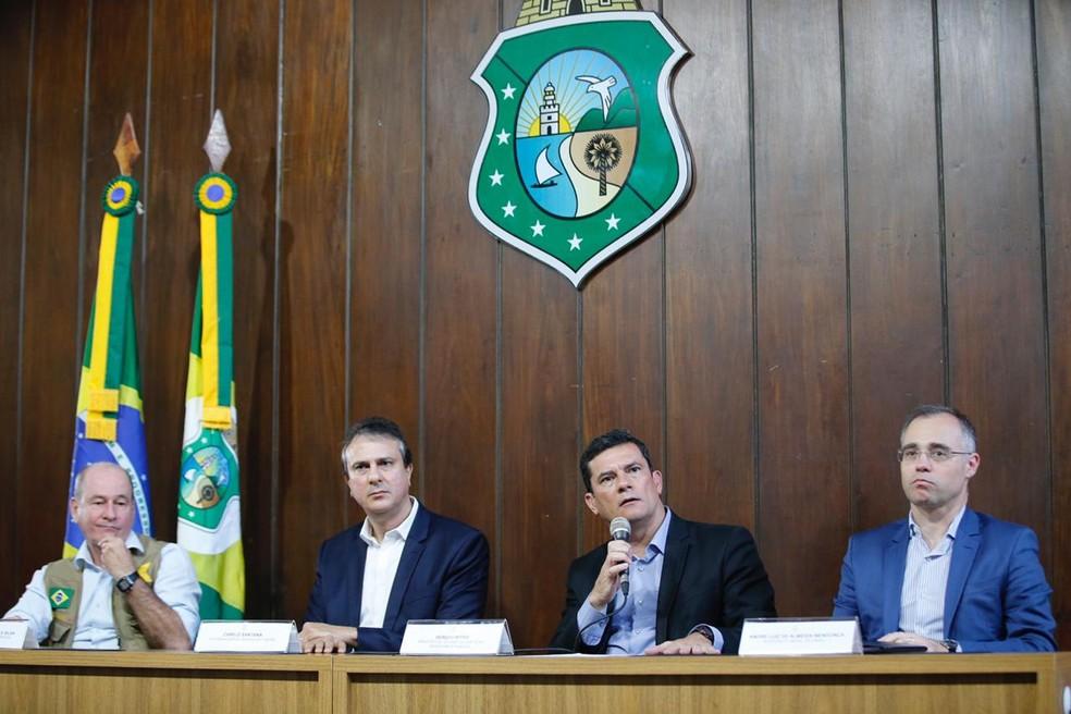 Ministros se reuniram com o governador para acompanhar a operação de GLO no Ceará.  — Foto: Thiago Gadelha