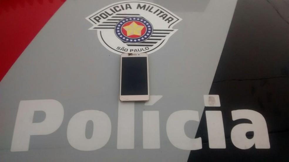PM usou celular pessoal para acessar Whatsapp de celular roubado. Assim, equipe conseguiu localizar vítima em Itaquaquecetuba  (Foto: Polícia Militar/ Reprodução. )