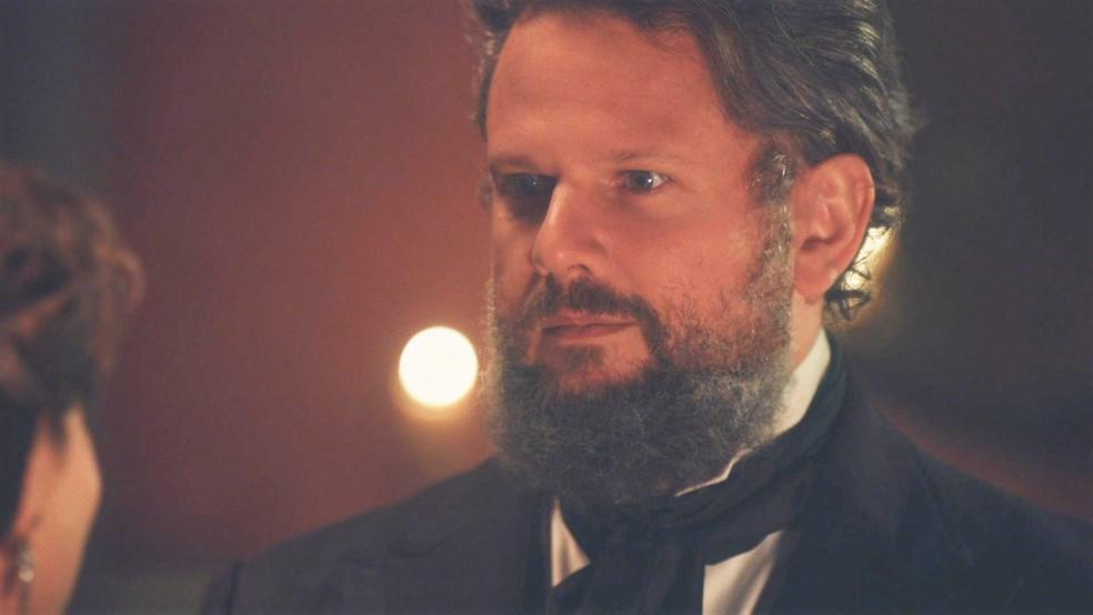 Pedro II (Selton Mello) fica surpreso com revelação em 'Nos Tempos do Imperador' — Foto: Globo