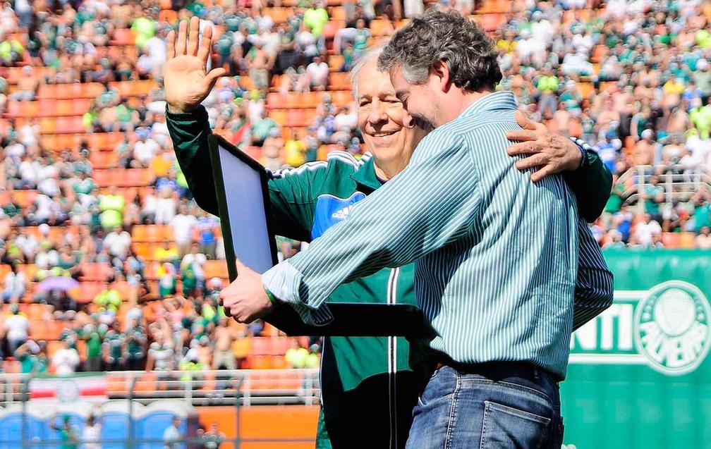 Valdir Joaquim de Morais ao lado do ex-presidente Paulo Nobre — Foto: Marcos Ribolli / Globoesporte.com