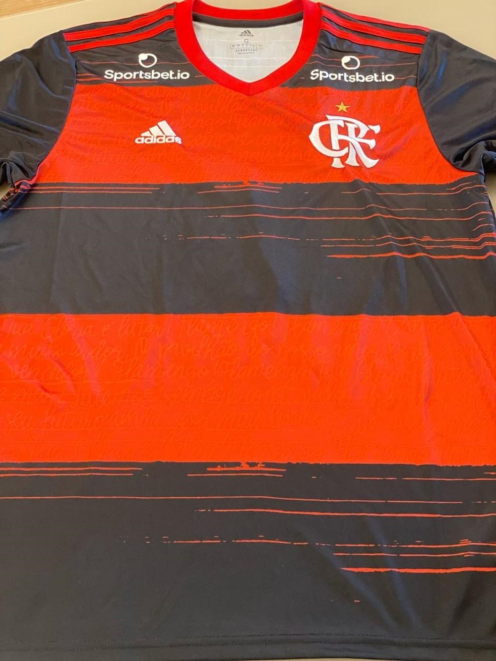 Camisa que será autografada por jogadores e pelo técnico do Flamengo — Foto: Divulgação