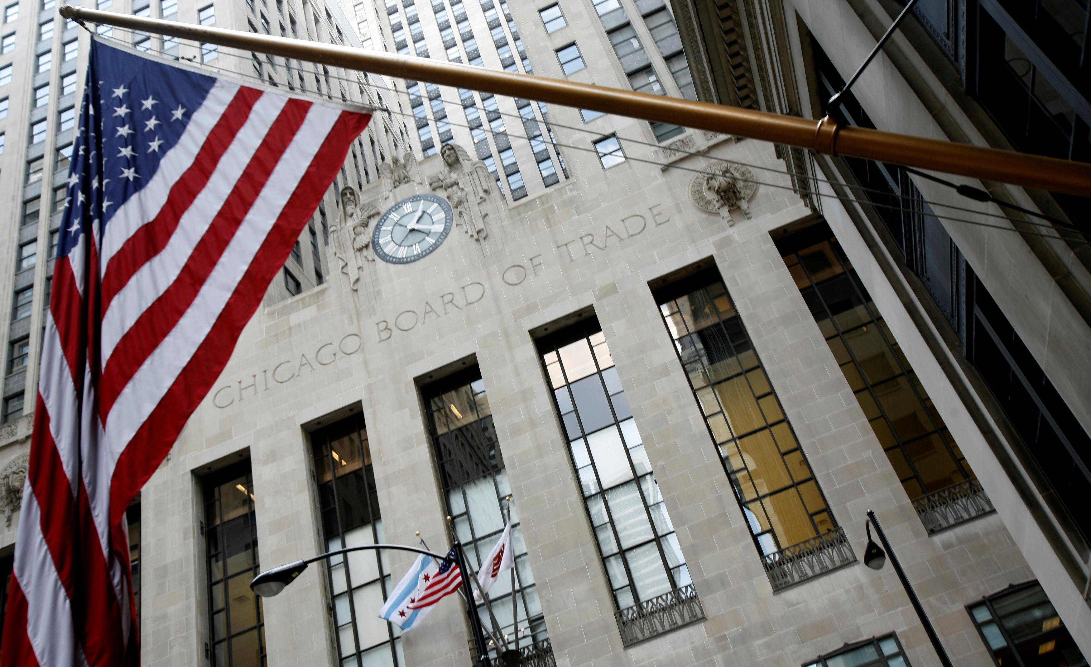Bolsas de NY recuam com negociações sobre estímulos fiscais no foco