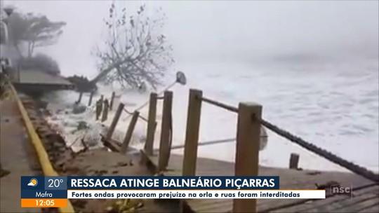 Ressaca causa estragos em cidades de SC; VÍDEO