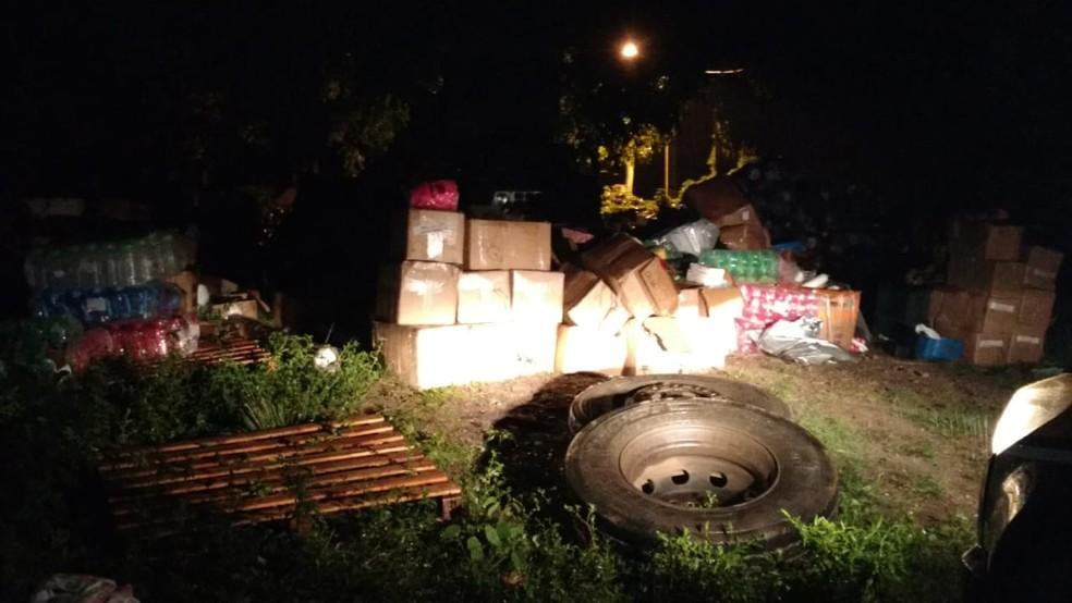 Produtos foram recuperados em uma fazenda em Goianinha (Foto: PRF/Divulgação)