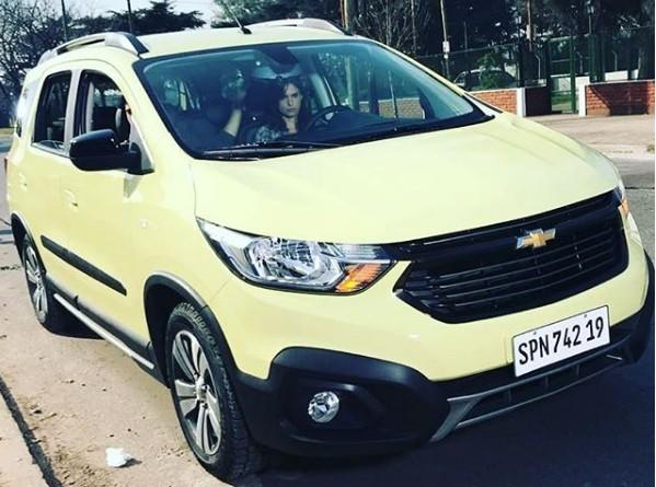 Chevrolet Spin reestilizada flagrada na Argentina (Foto: Reprodução / Instagram)
